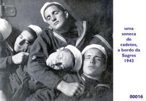 00021 943 cadetes numa soneca na Sagres