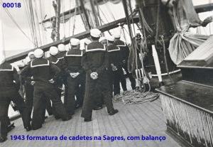 00022 943 formatura de cadetes na Sagres com balanço