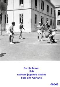 00046 944 cadetes da E N jogando basket-Adriano com a bola