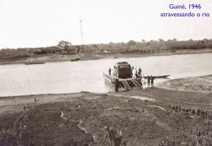 00087 946-04 Guiné-atravessando o rio