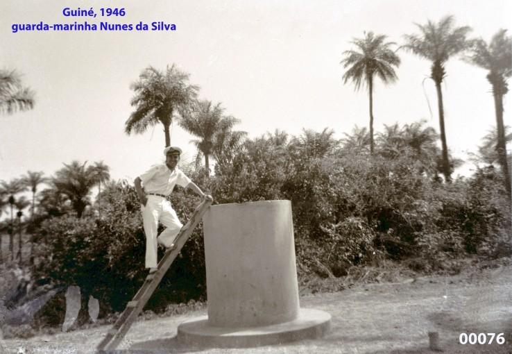00090 946-04 no pedestal na Guiné