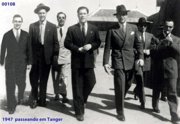00142 947-04 oficiais passeando em Tanger