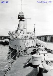 00165 948 navio de marinha estrangeira atracado em Ponta Delgada
