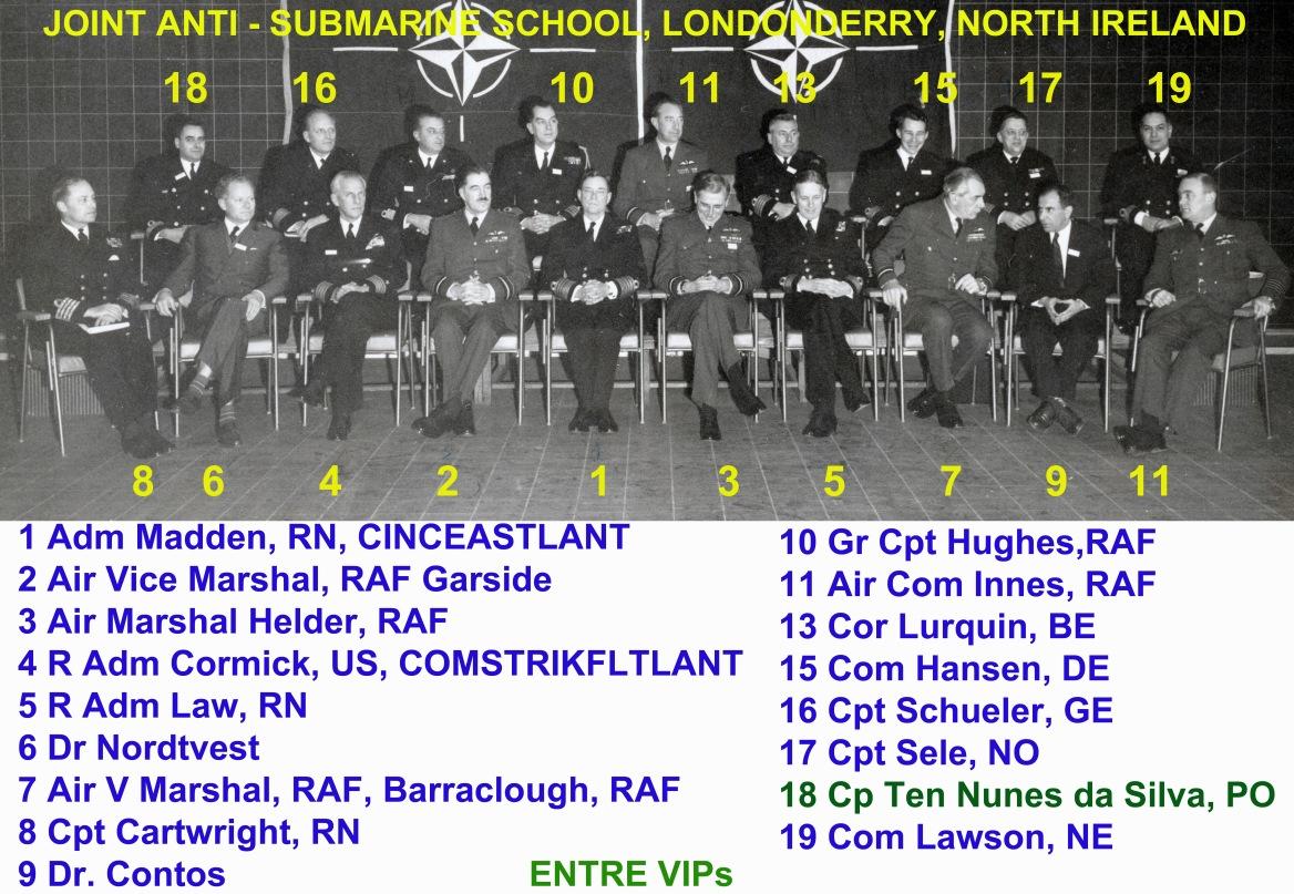 00457 966-02-09  Cap Ten Nunes da Silva entre VIPs Joint Anti-Submarine School em Londonderry