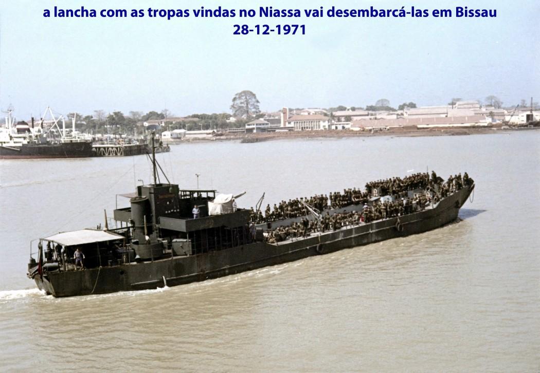 00595 971-12-28 a lancha com as tropas vindas no Niassa vai desembarcá-las em Bissau