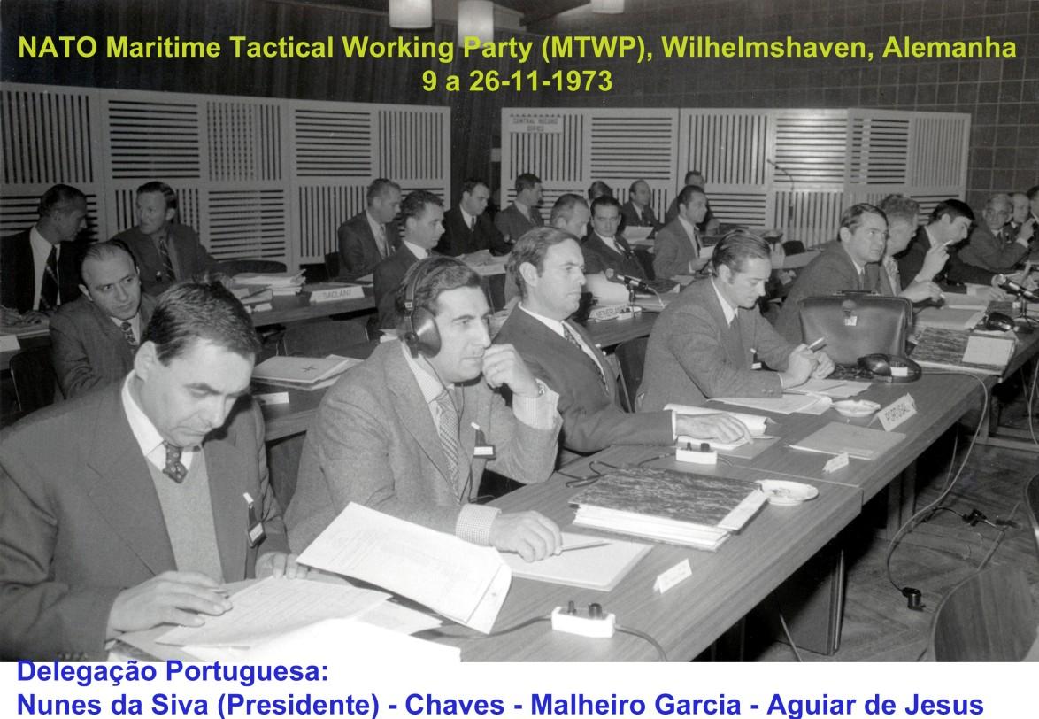 00635 973-11-13 NATO MTWP em Wilhelmshaven Alemanha - mesa da frt delegação portuguesa presidida por Nunes da Silva