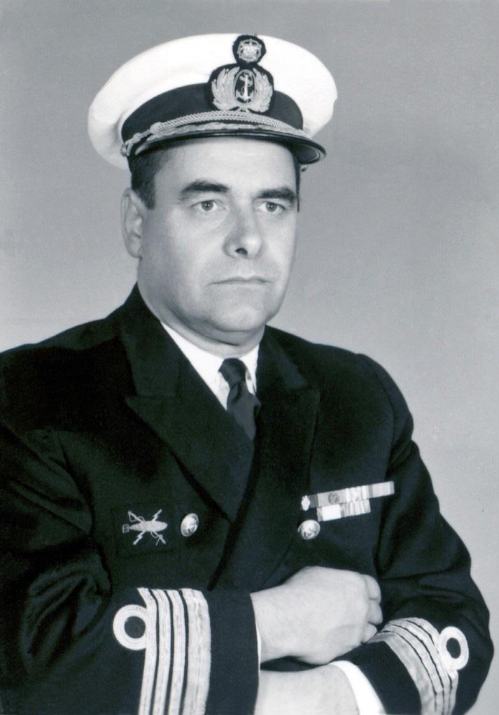 00654  foto como Capitão de Mar e Guerra