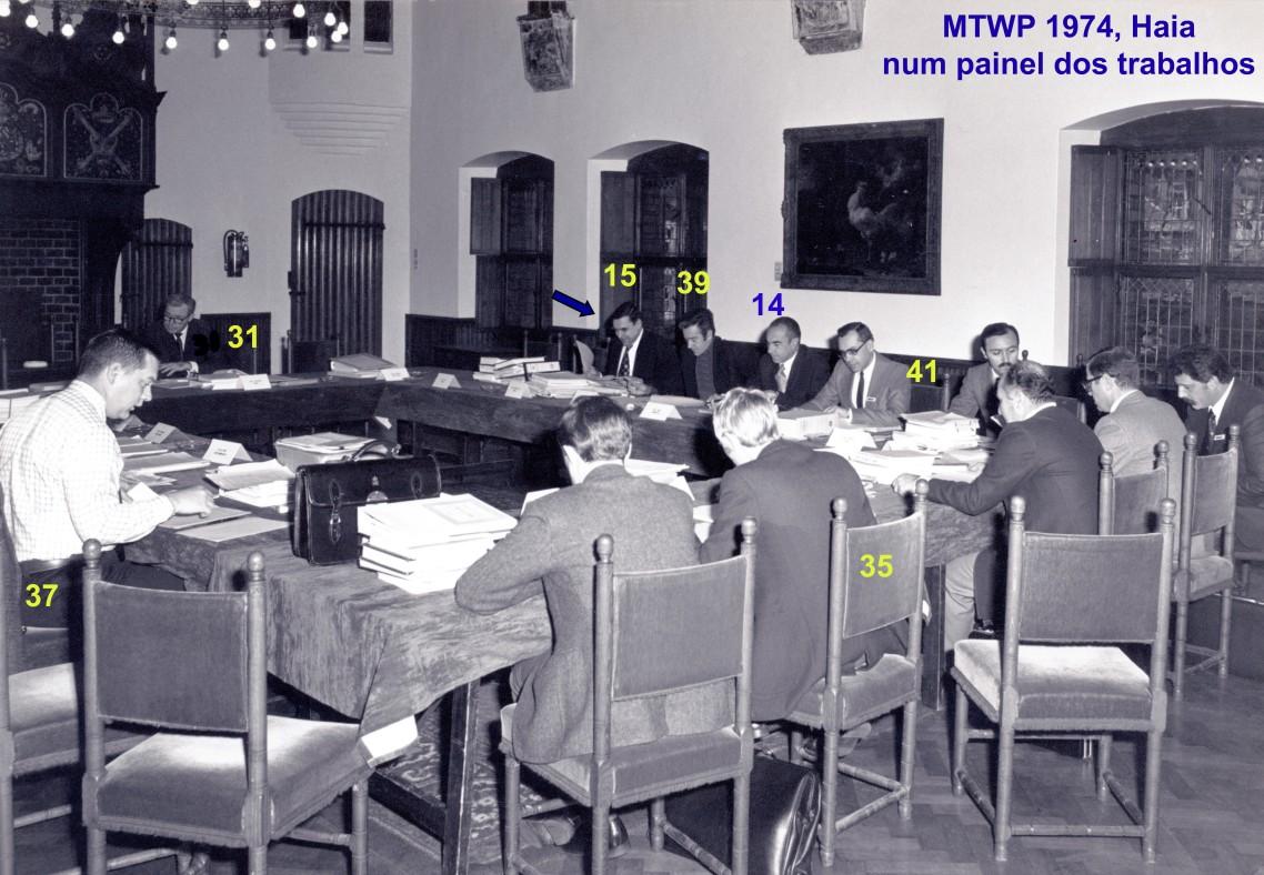 00659 974-11-18 MTWP 1974 em Haia trabalhando num painel