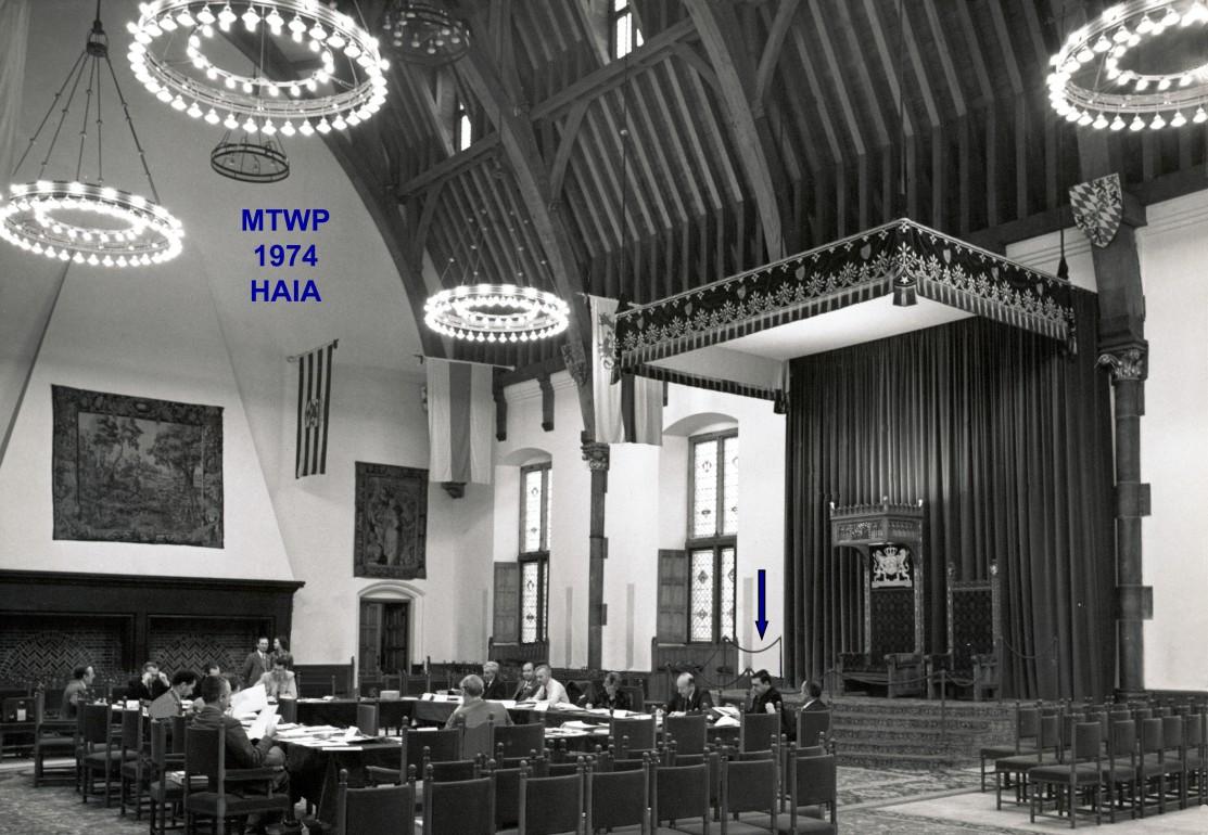00661 974-11-18 MTWP 1974 em Haia trabalhando num painel