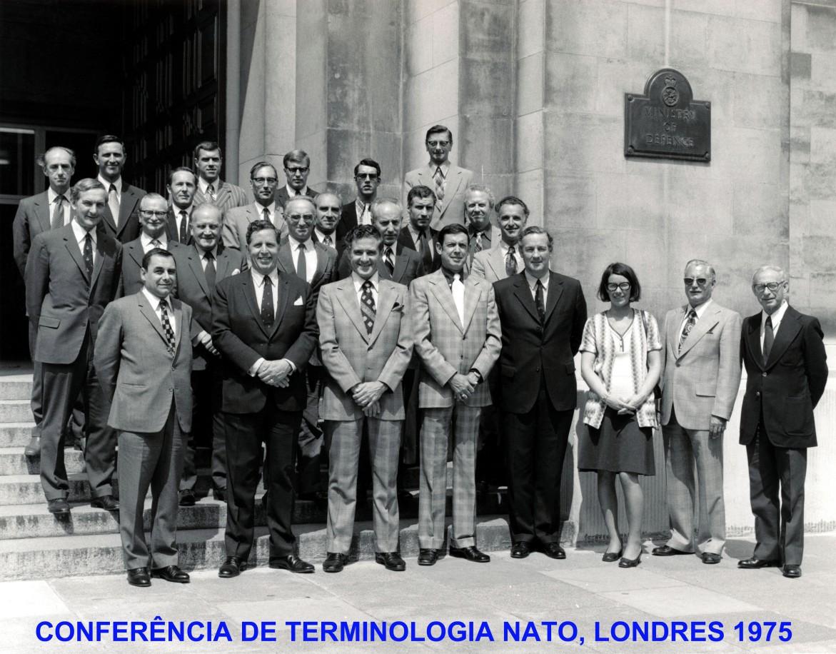 00680 975-06-08 foto dos participantes na Conferência de Terminologia NATO em Londres