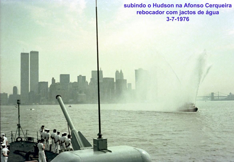 00717 976-07-03 no Hudson rebocador lanca jactos de água