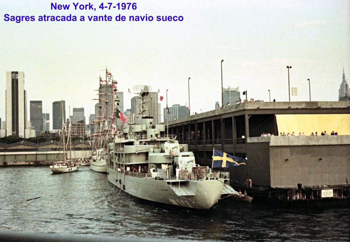 00724 976-07-04 Sagres atracada a vante de navio sueco em New York