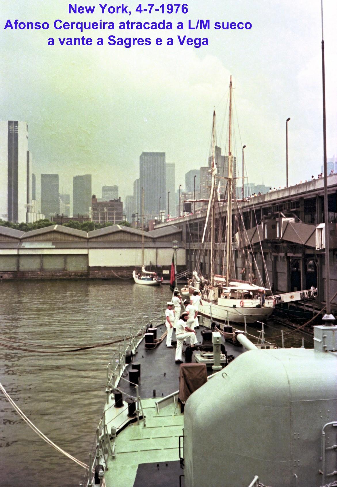 00725 976-07-04 Afonso Cerqueira atracada ao LM sueco em New York tendo AV a Sagres e a Vega
