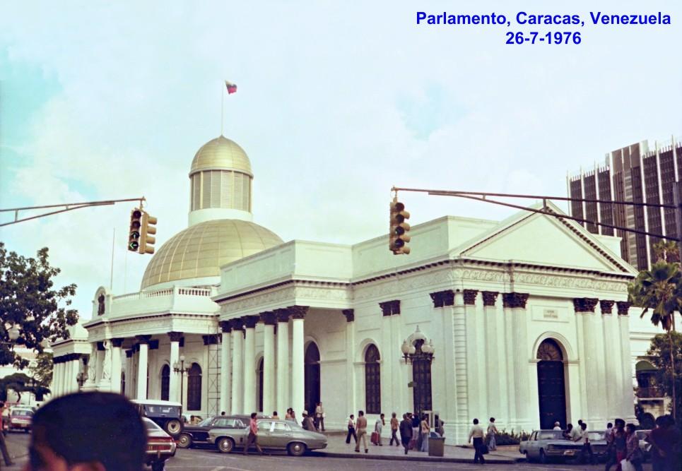 00754 976-07-26 Parlamento em Caracas na Venezuela