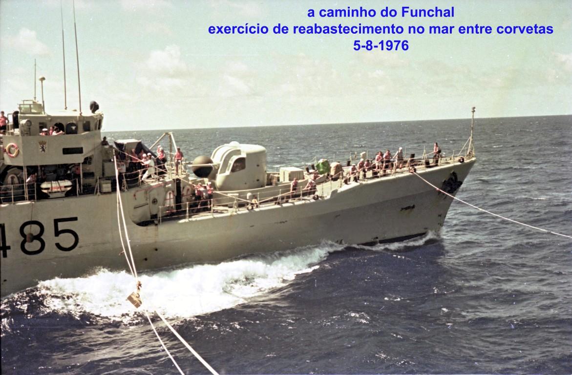 00761 976-08-05 exercício de reabastecimento no mar entre corvetas a caminho do Funchal