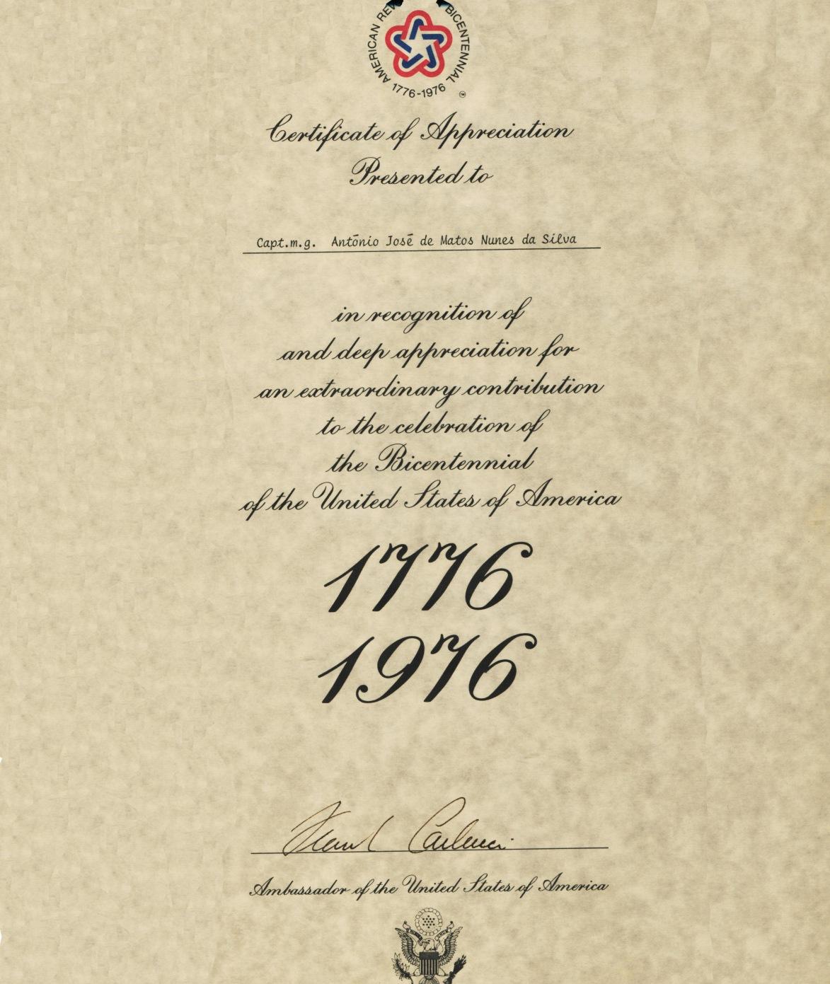00762 976-09-13 Diploma entregue por embaixador Carlluci dos EUA pela participação no Bi Centenário dos EUA
