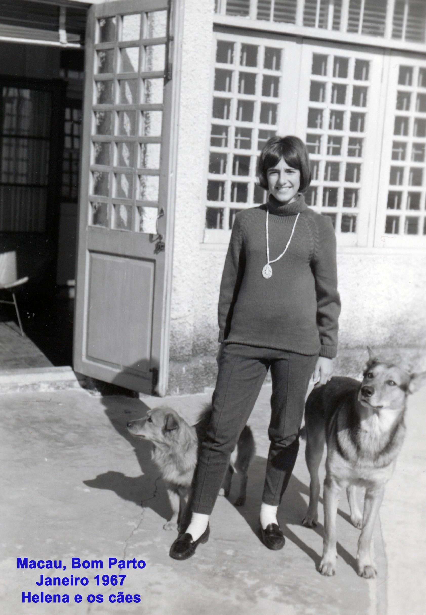 001 67-01 Helena e os cães no Bom Parto