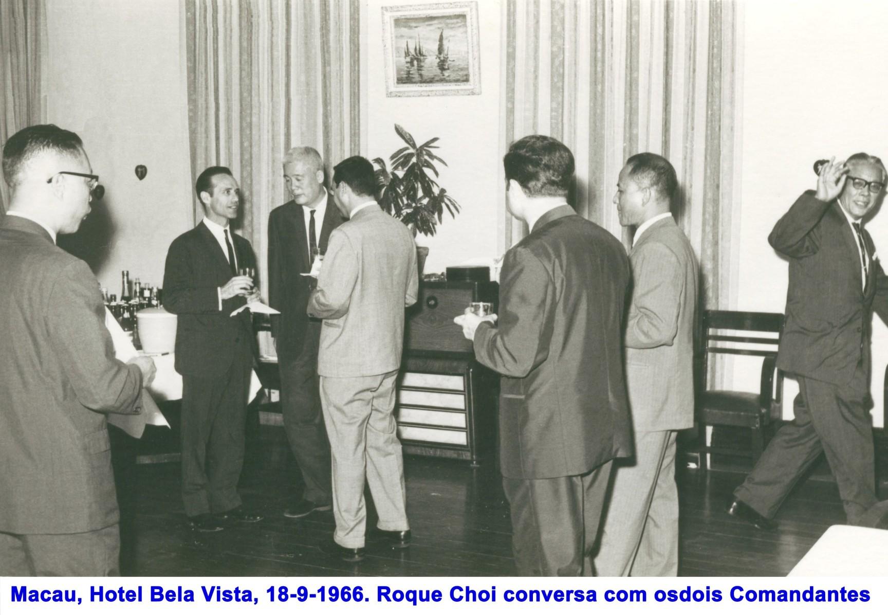 004 66-09-18 Recepção no Hotel Bela Vista-Roque Choi conversa com os dois Comandantes