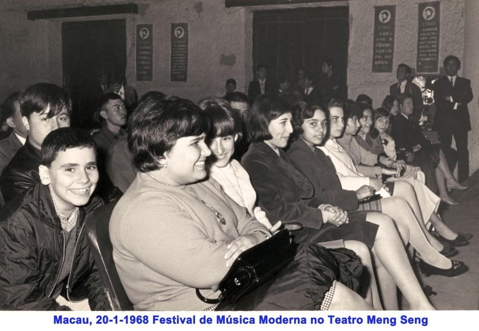 005 68-01-20 assistindo ao Festival no Meng Seng