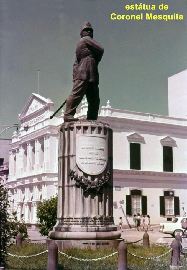 011 estátua de coronel Mesquita