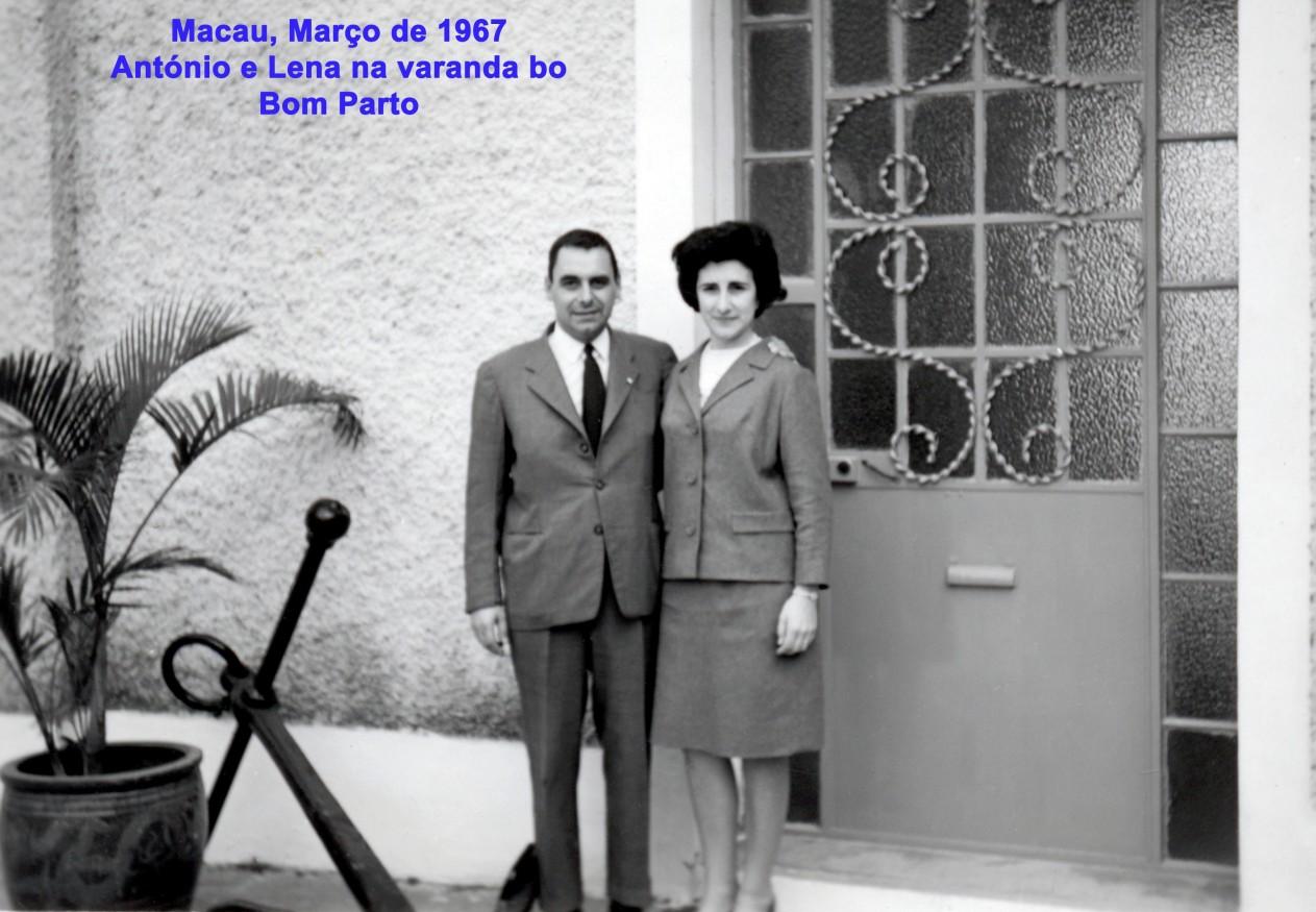 017 67-03 António e Lena na varanda do Bom Parto