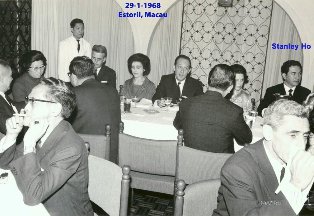 018 68-01-29 Estoril, a mesa da Lena