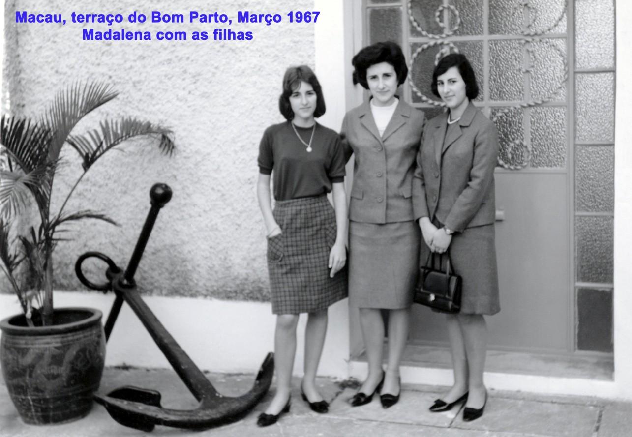 019 67-03 Madalena com as filhas no terraço do Bom Parto
