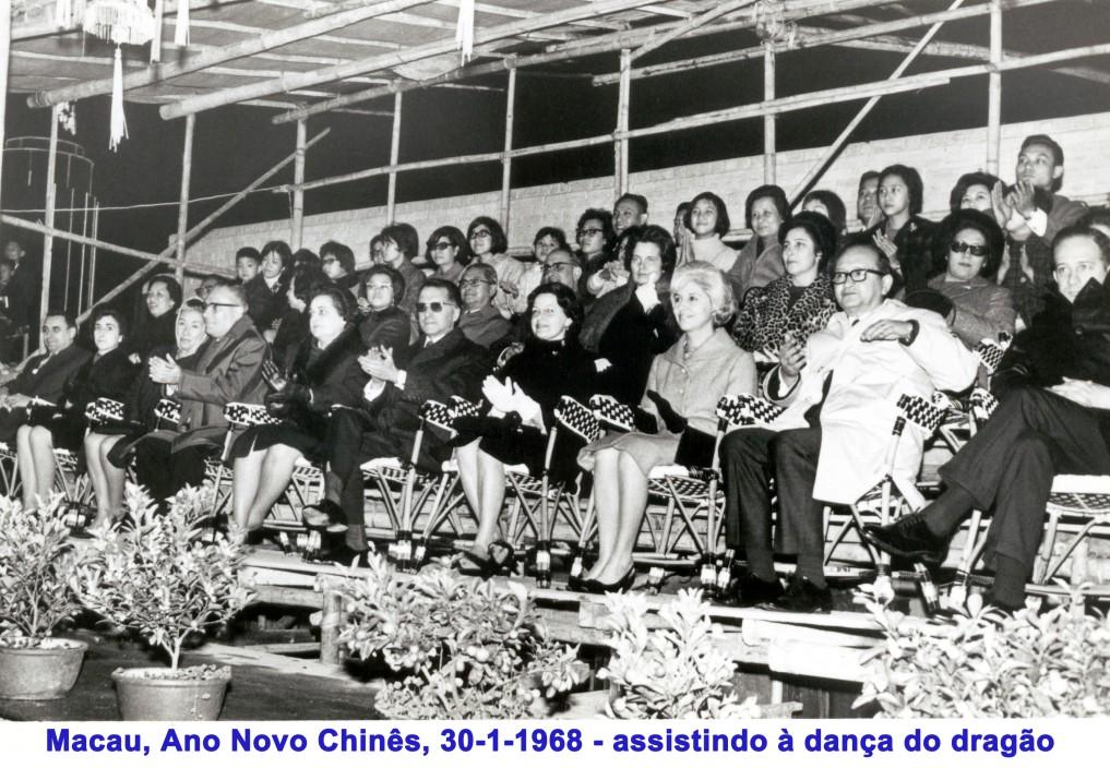 022 68-01-30 assistindo à dança do dragão-Ano Novo Chinês