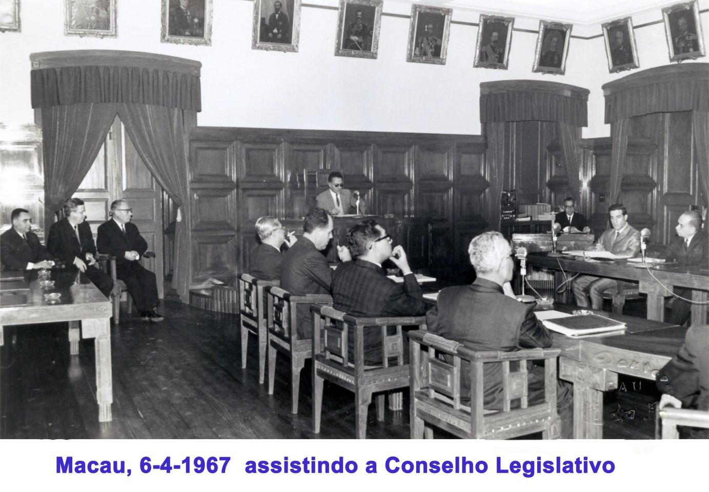 029 67-04-06 assistindo a Conselho Legislativo