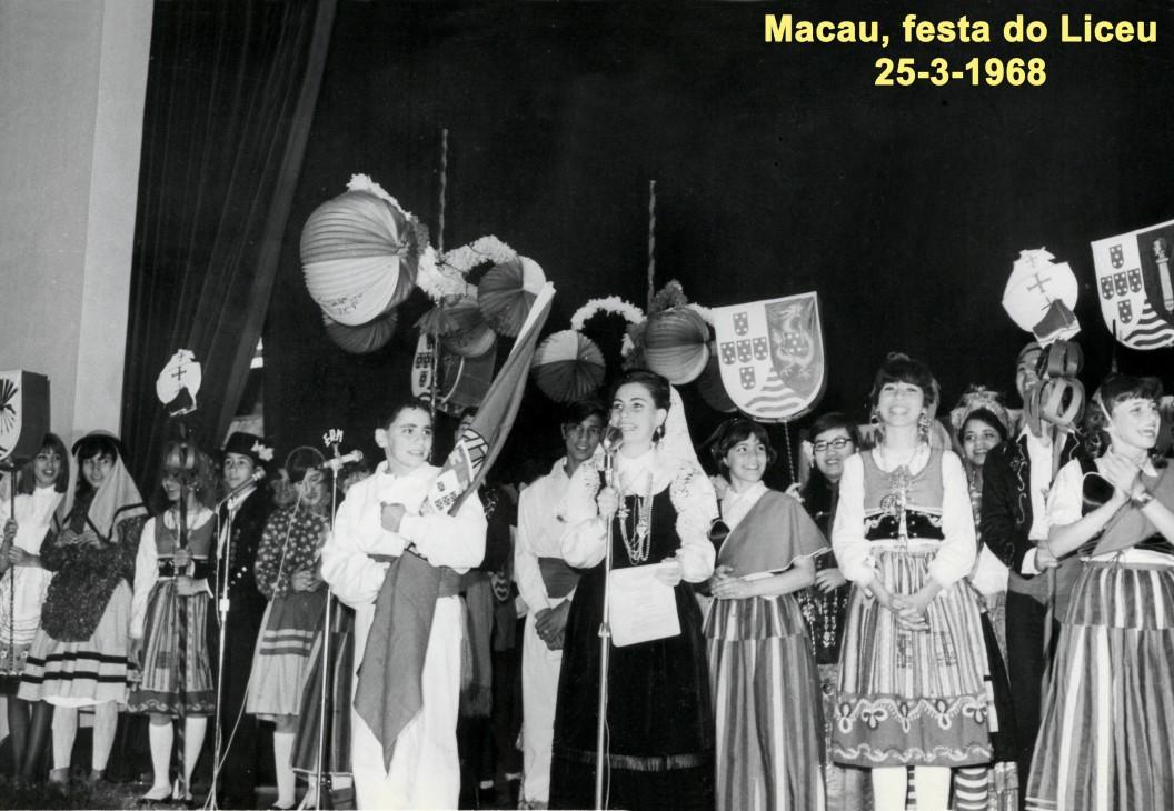 033 68-03-25 Festa do Liceu, Isabel declama