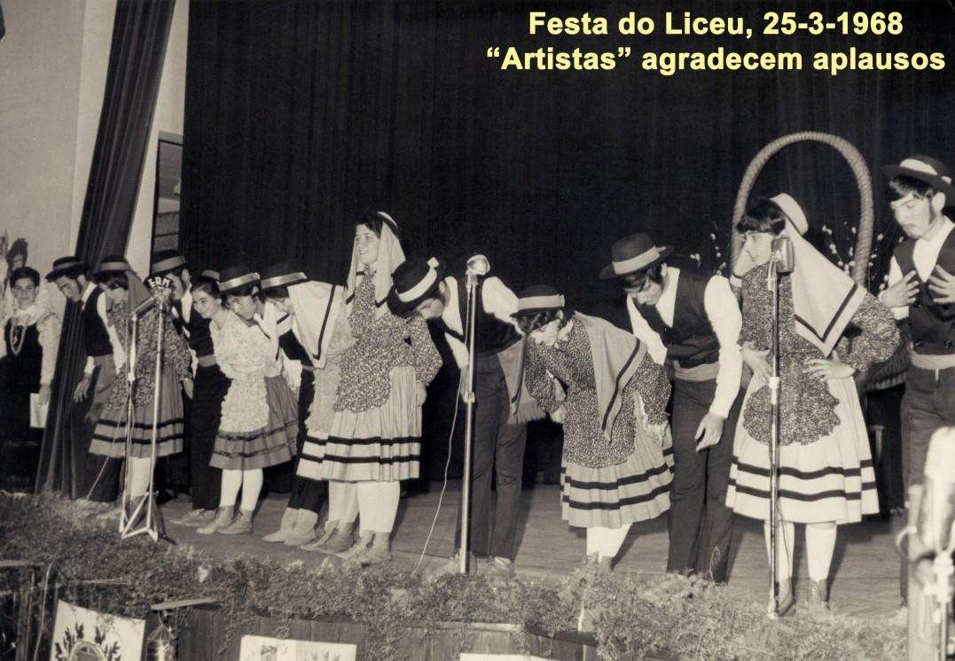 039 68-03-25 Festa do Liceu. Artistas agradecem aplausos