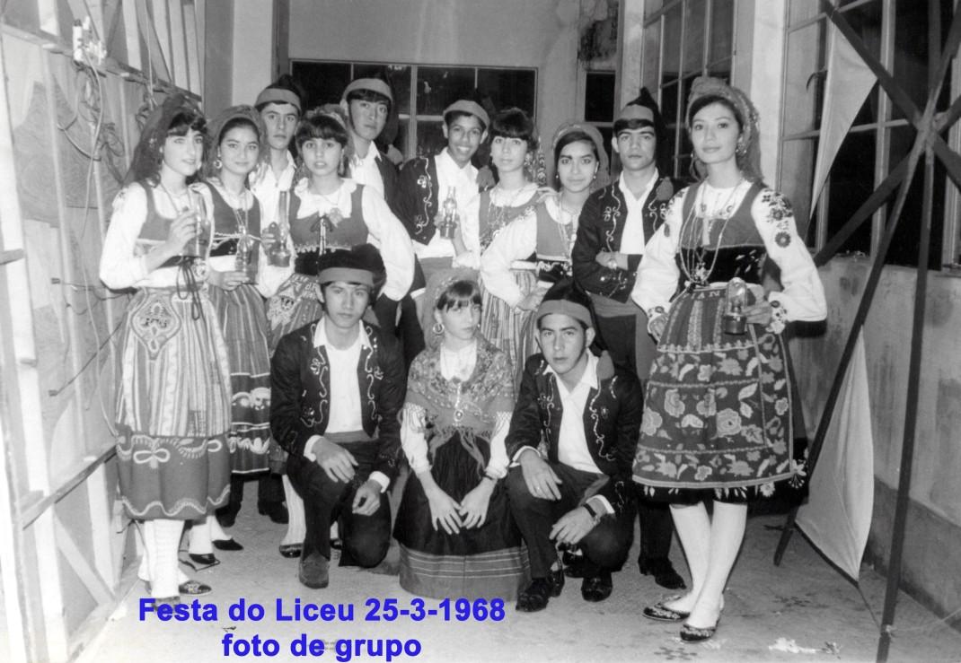 041 68-03-25 festa do liceu-foto de grupo