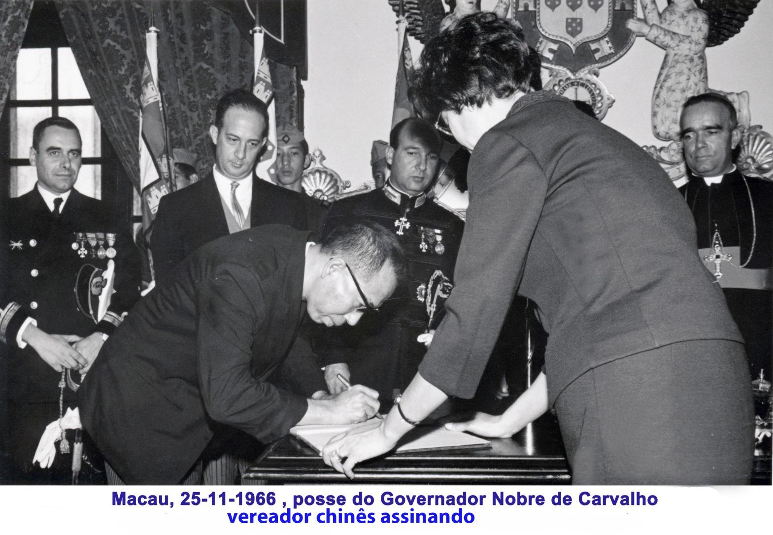 055 66-11-25 vereador chinês assina o livro