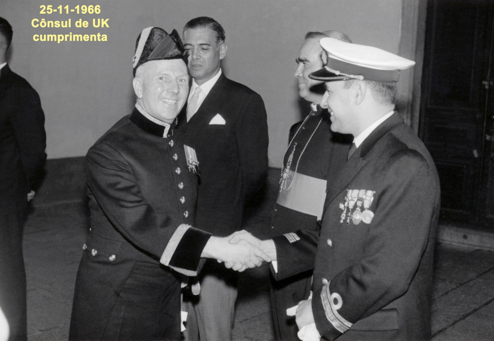 060 66-11-25 cônsul de UK cumprimenta Nunes da Silva