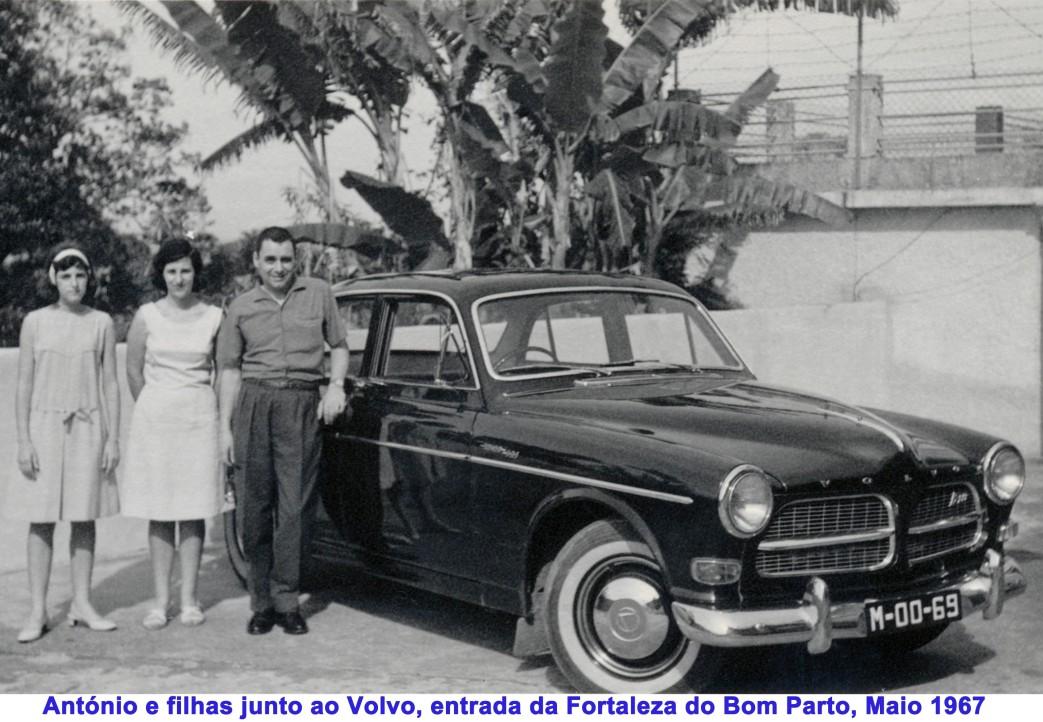 062 67-05 António e filhas junto Volvo-entrada do Bom Parto