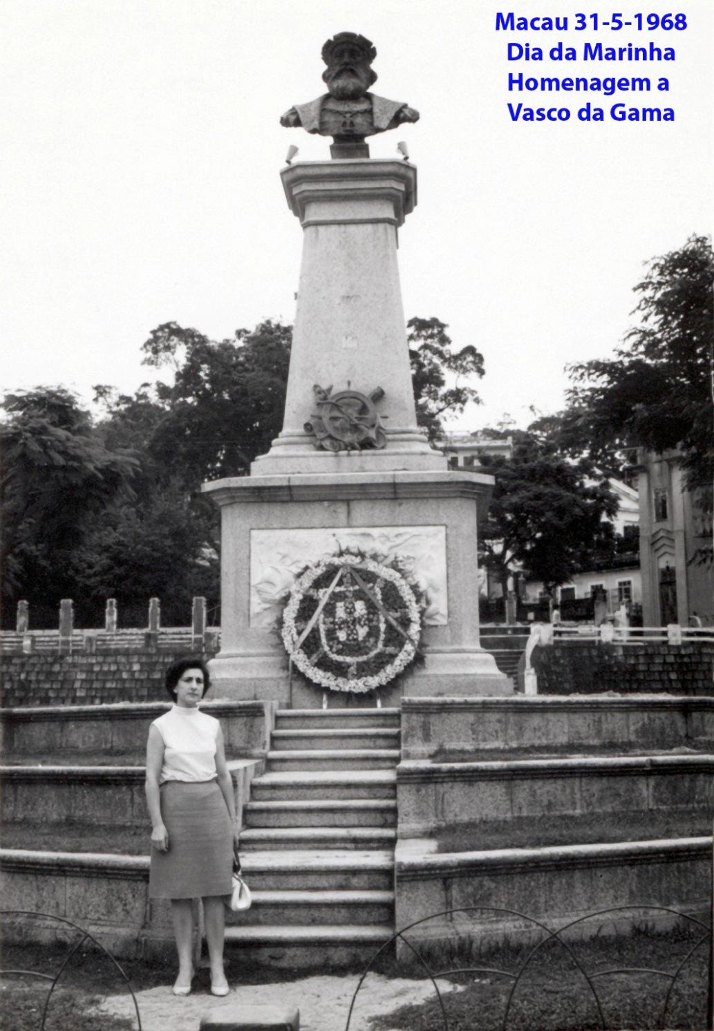 065 68-05-31 Dia da Marinha Lena ao pé da estátua de Vasco da Gama