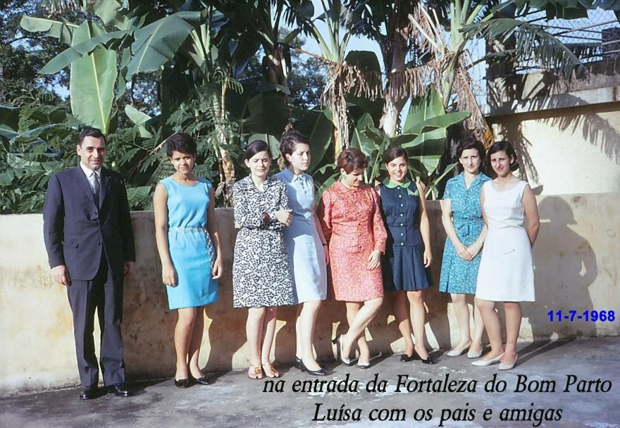 072 68-07-11 Luisa com pais e amigas