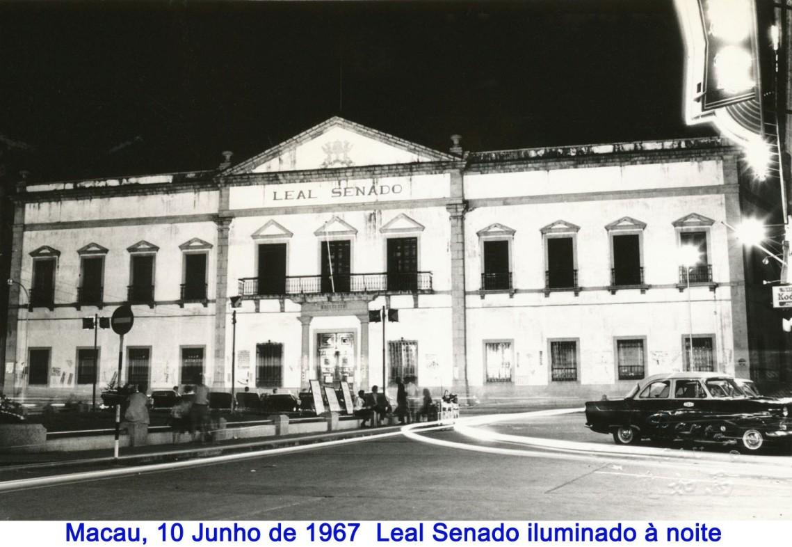 085 67-06-10 Leal Senado iluminado à noite