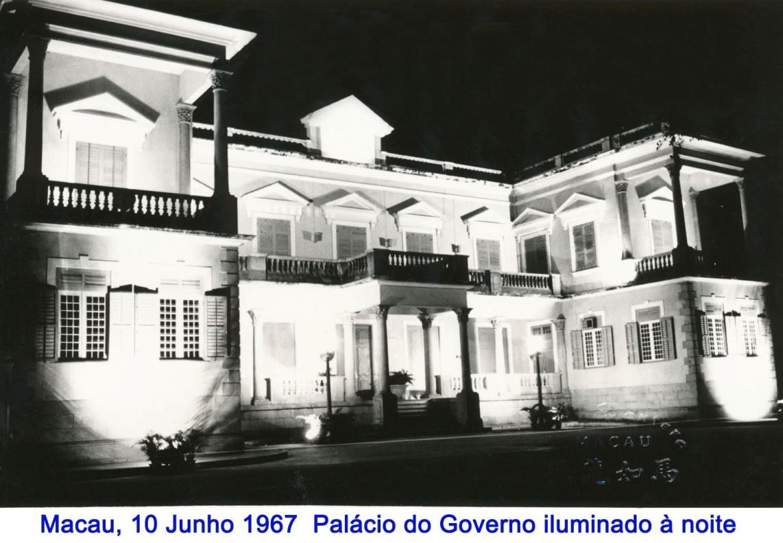 086 67-06-10 Palácio do Governo iluminado à noite