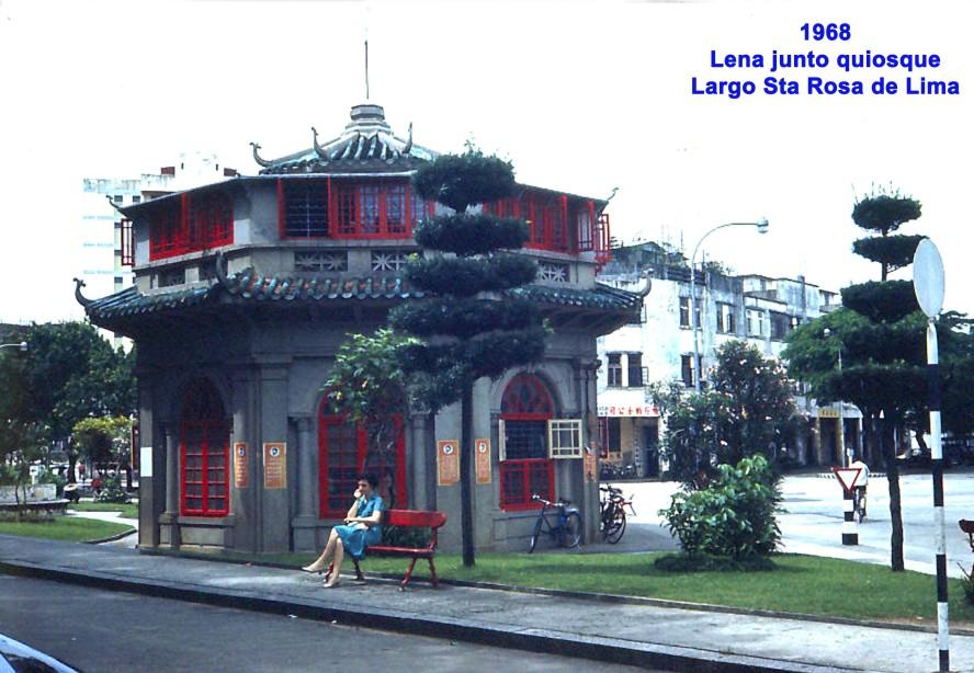 089 68 Lena junto quiosque do Largo de Sta Rosa de Lima