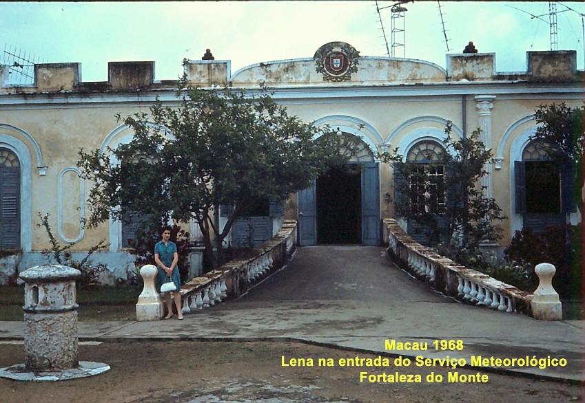 106 68 Lena na Fortaleza do Monte- entrada do Serviço Meteorológico