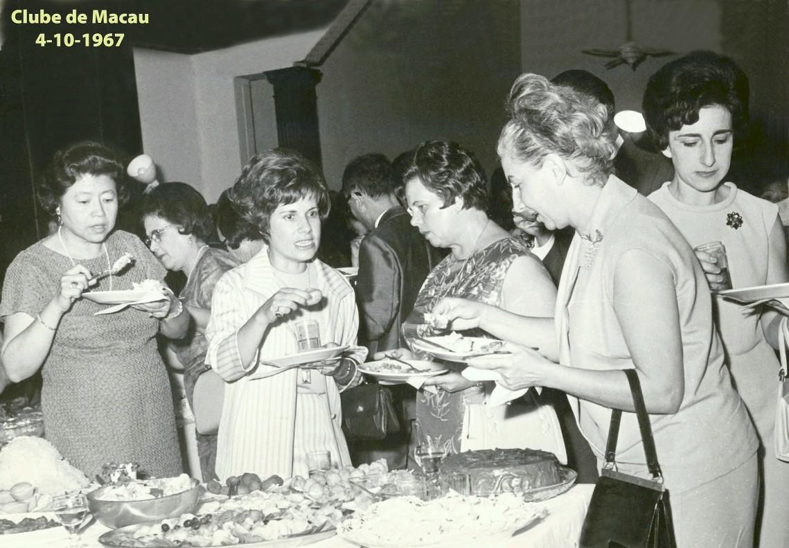 119 67-10-04 refeição no Clube de Macau