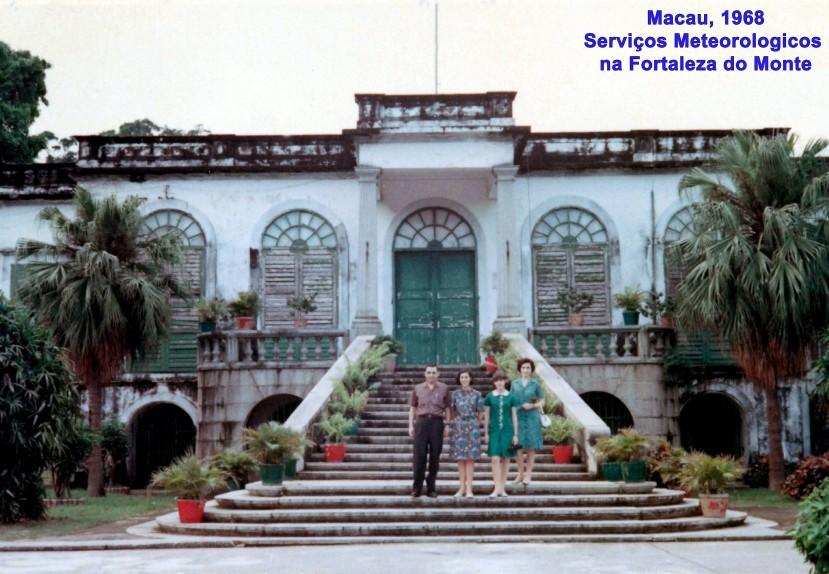 120 68-06 família Nunes da Silva na escadaria dos Serviços Meteorológicos