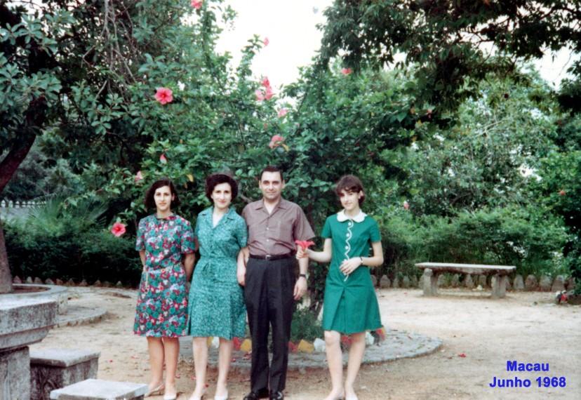 133 68-06 a famíli Nunes da Silva num jardim