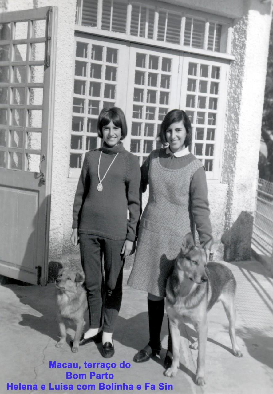 145 67 Helena e Luisa com Bolinha e Fa Sin no terraço do Bom Parto
