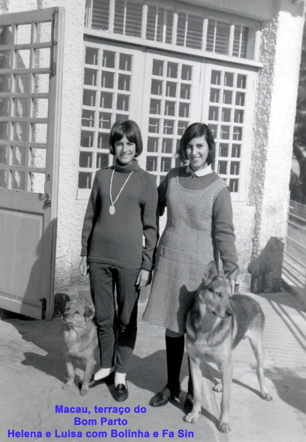 151 67 Helena e Luisa com Bolinha e Fa Sin no terraço do Bom Parto