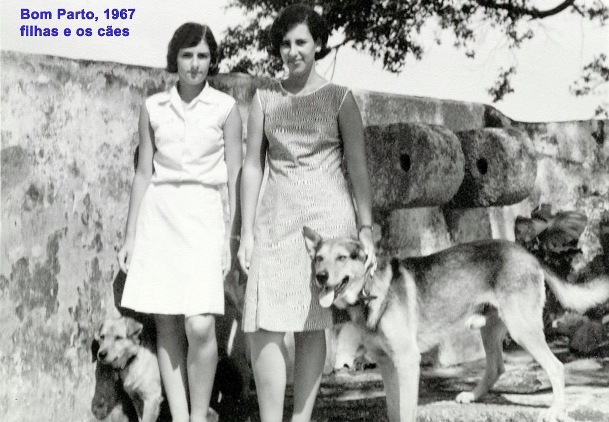 152 67 as filhas com os cães no Bom Parto