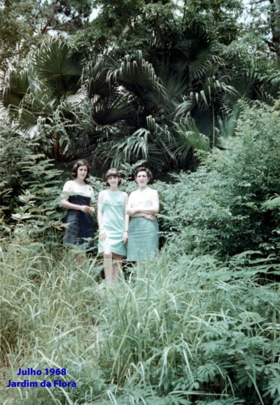 165 68-07 Madalena e filhas no Jardim da Flora