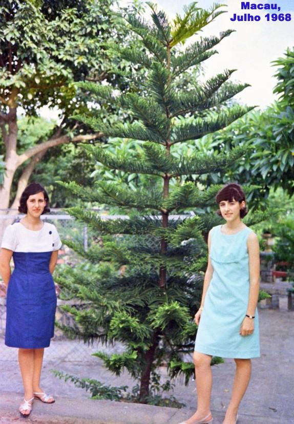 173 68-07 Luísa e Helena num jardim