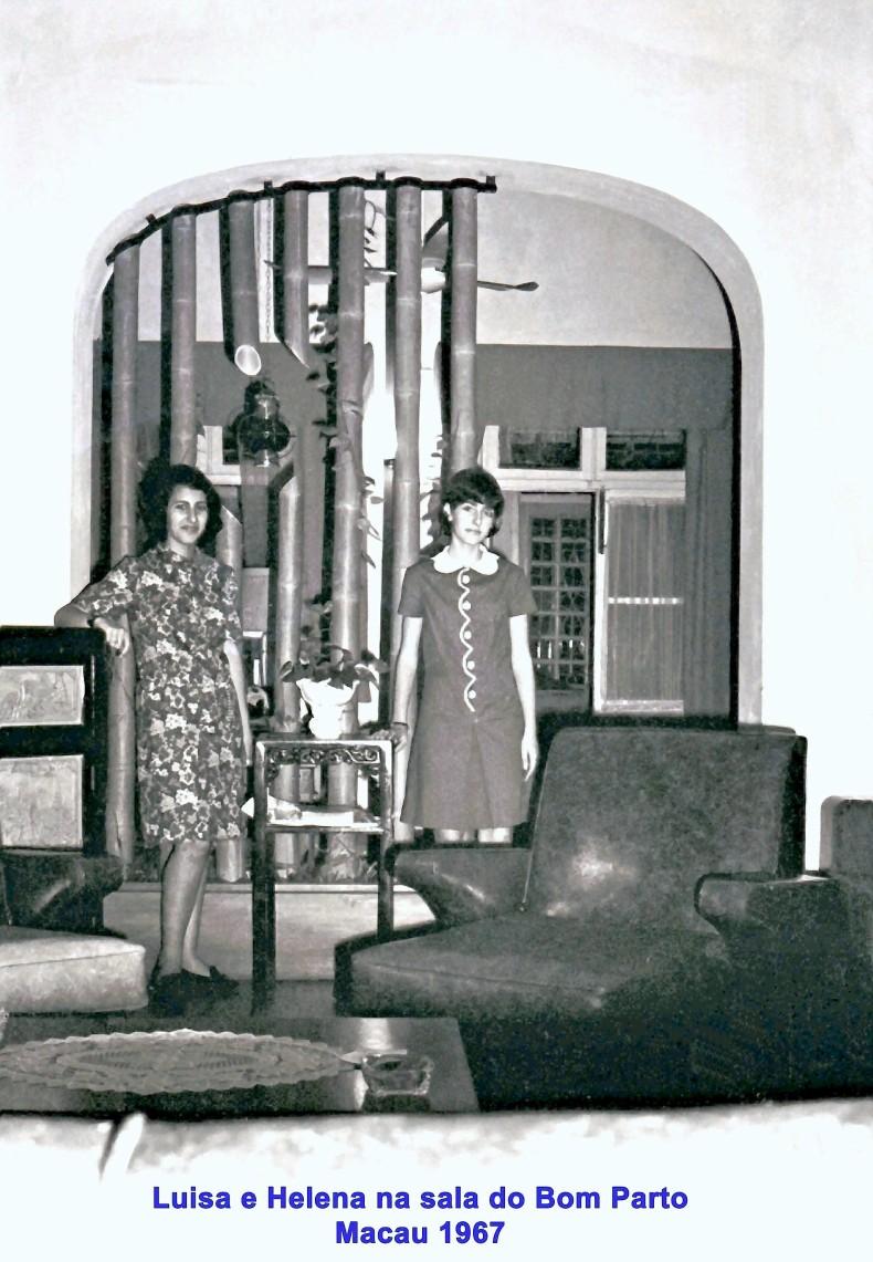 182 67 Luisa e Helena à frt do arco de bambus da sala do Bom Parto